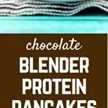 ¡Comienza tu día con chocolate! Estos panqueques de proteína de chocolate tienen múltiples fuentes de gran proteína que te mantendrán lleno toda la mañana. ¡Obtén la receta en RachelCooks.com!