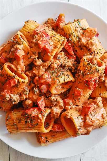 Pasta Paccheri con Salchicha y Salsa de Crema de Tomate