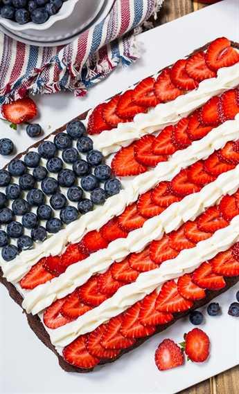 Los brownies de bandera hacen un postre patriótico para el 4 de julio.