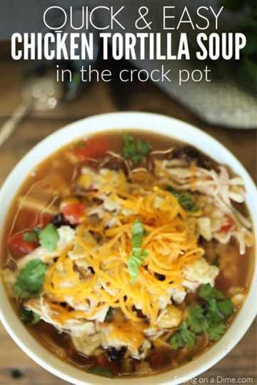 La receta de sopa de tortilla de pollo Crockpot es la mejor comida reconfortante y es muy fácil de hacer en la olla de cocción lenta. La receta de sopa de tortilla de pollo puede alimentar a una multitud.