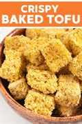 Tofu crujiente con una capa crujiente de harina de maíz perfectamente sazonada. ¡Está horneado y hecho sin aceite!