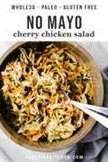 Não pode toda a salada de frango cereja 30 em uma tigela de madeira.
