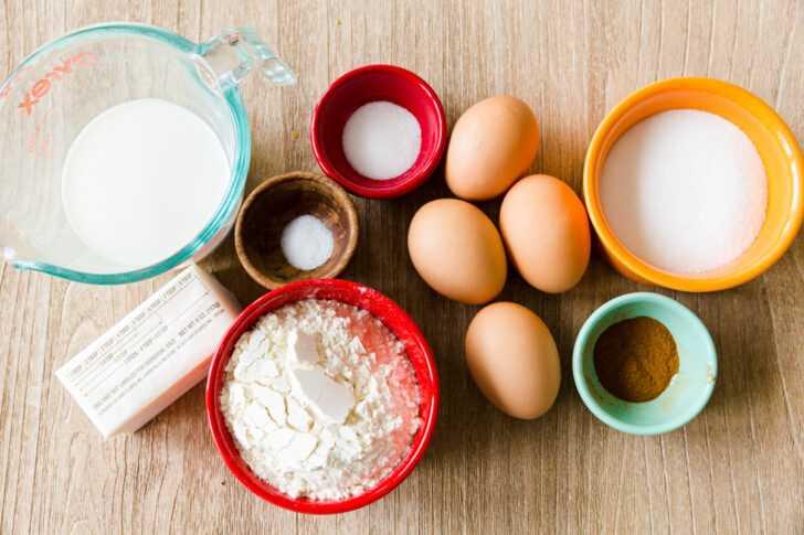 Ingredientes para la masa de choux para hacer churros con leche, harina, azúcar, huevos, sal, canela y mantequilla.
