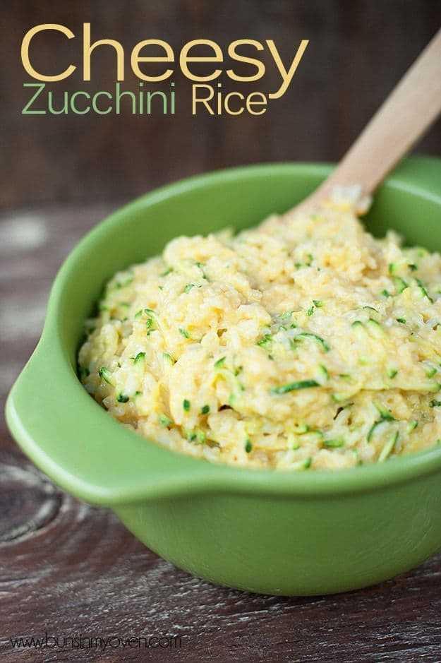 Fácil y cursi! Incluso a los niños les encanta este arroz con calabacín. Es el acompañamiento perfecto para una noche ocupada.