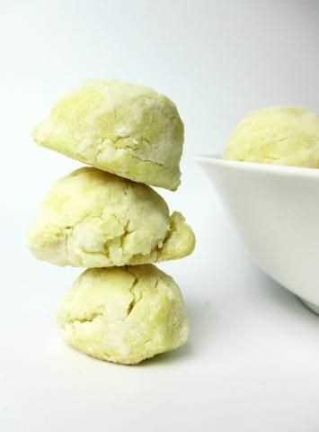 Espalhe biscoitos de açúcar e limão