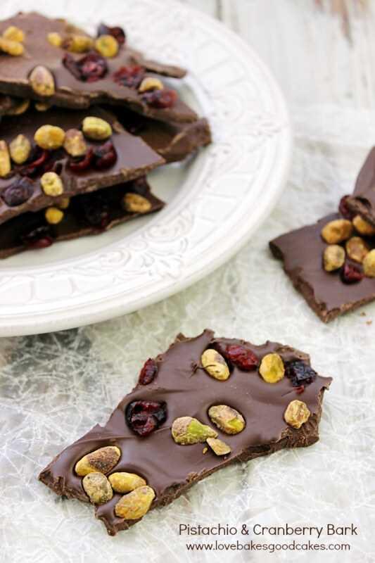 Corteza de chocolate con pistachos y arándanos