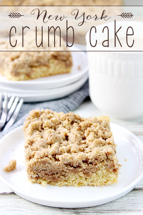 ¡Este New York Crumb Cake es un clásico favorito que combina bien con tu café de la mañana! ¡El relleno de migajas es para morirse!