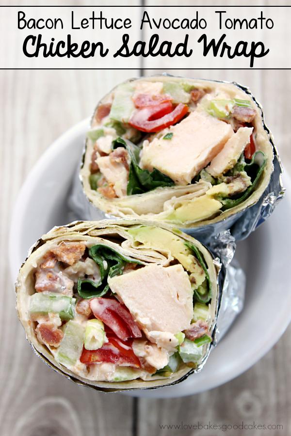 Wrap Wrap Alface Tomato Abacate Salada de Frango é uma idéia rápida e fácil para jantar ou almoço. #wraps #chickensalad #baconmonth #putsomepiginit