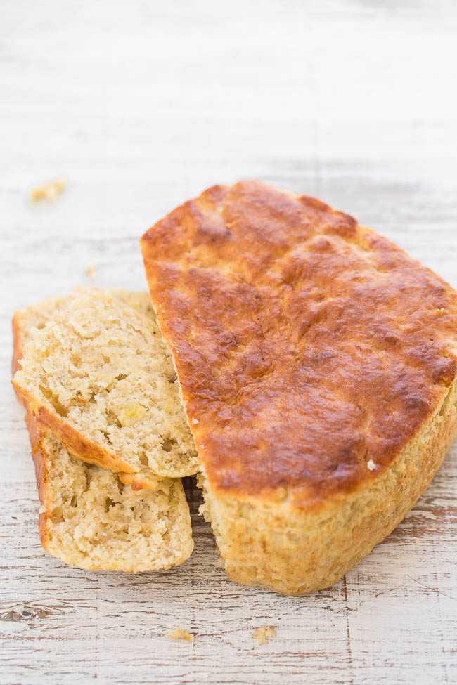 Pan de plátano para dos: ¡nunca adivinará CÓMO se hornea este pan fácil y sin mezclador! ¡Es súper suave, tierno, húmedo y el pan perfecto para dos!