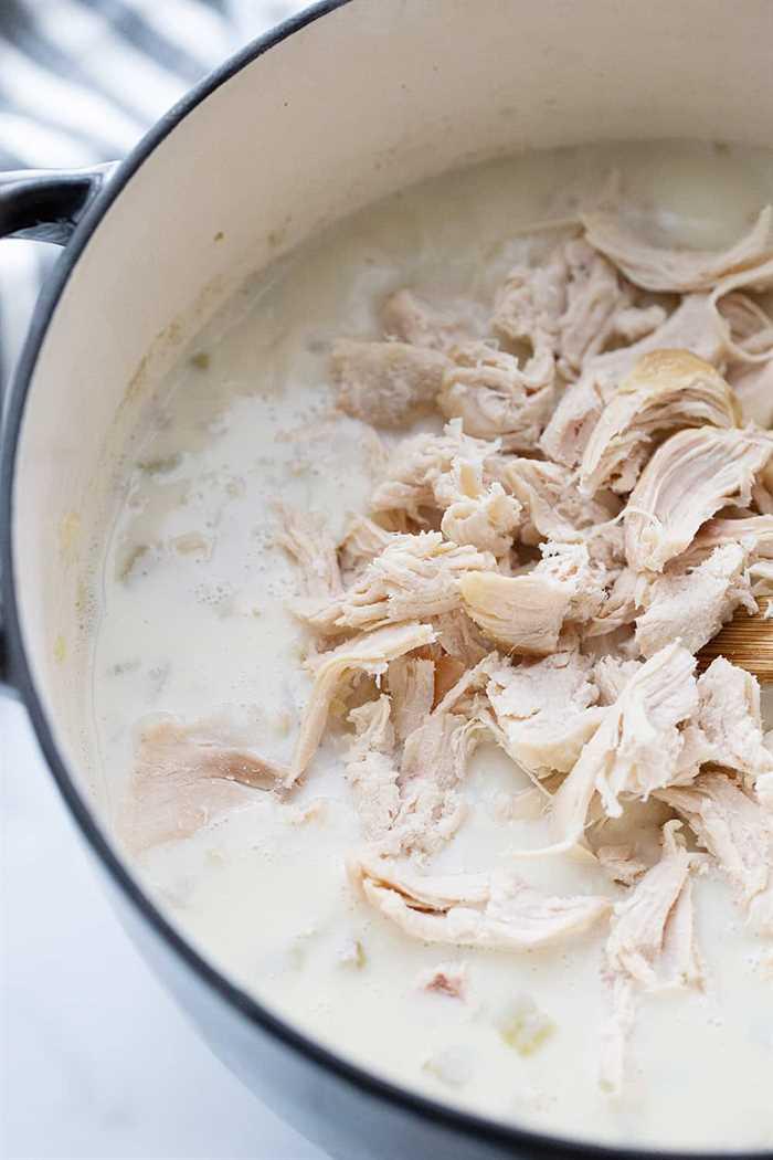 Sopa cremosa de pollo y arroz: la sopa cremosa de pollo y arroz es una comida abundante con ingredientes simples como arroz integral, apio, cebolla y pollo.  ¡Totalmente favorito de la familia!  #halfscratched #sopa #receta de sopa #pollo #sopa de arroz #easyrecipe #maindish