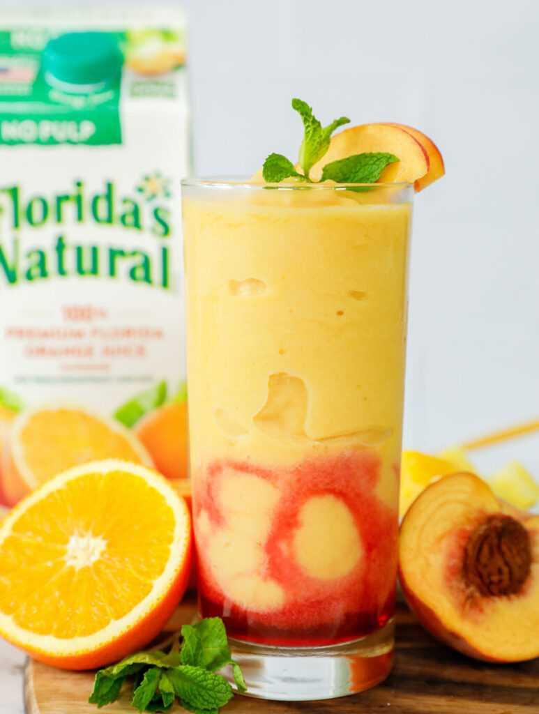Granizado de Peach N 'Orange en un vaso alto.