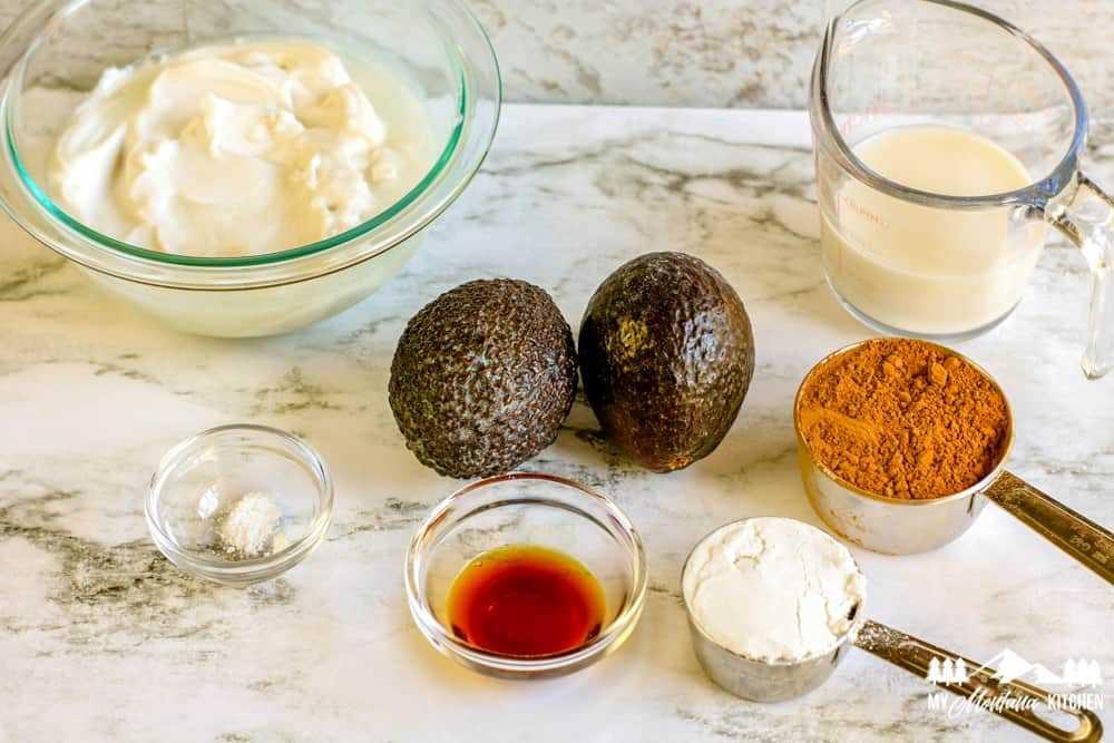 Ingredientes para el helado de chocolate y aguacate
