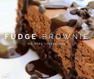 Tarta de queso sin hornear con brownie de chocolate dulce.